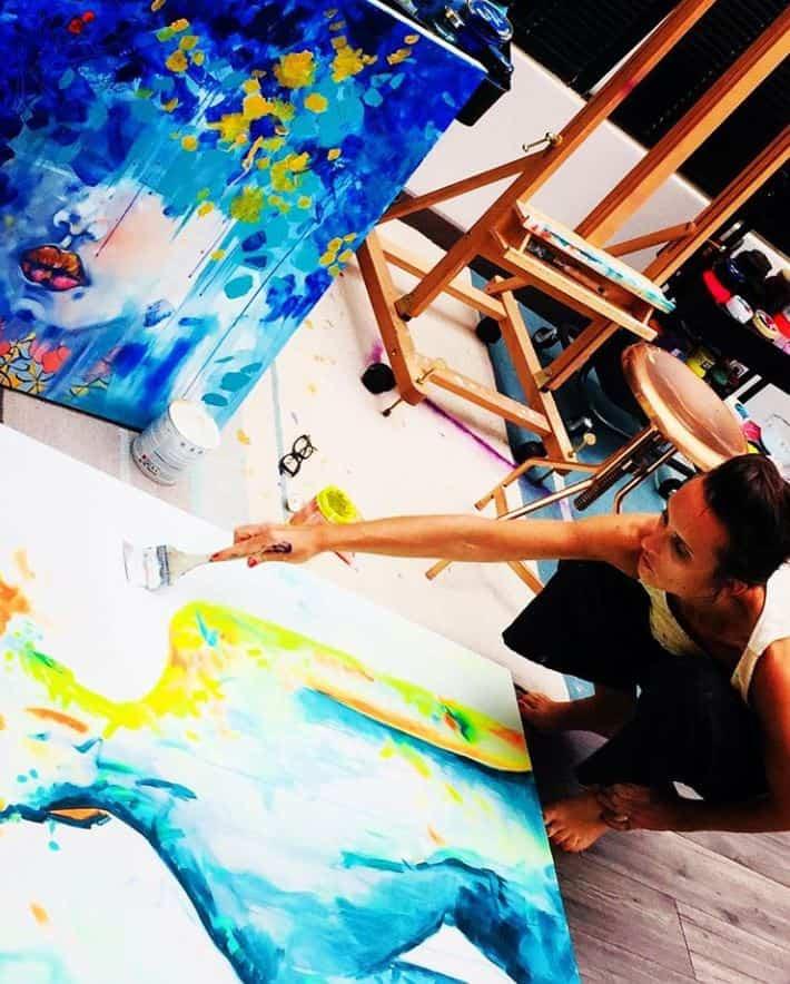 Julie Dalloz dans son atelier